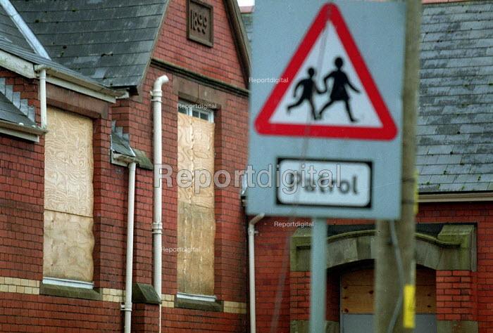 Closed Secondary School South Wales. - John Harris - 2001-10-30