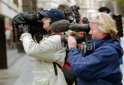 Camera crews filming news story, London - John Harris - 2001-11-24