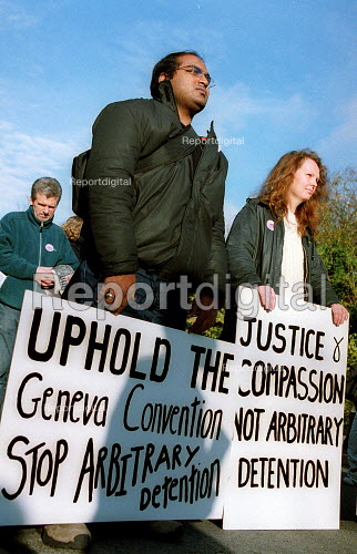 Protest against detention of refugees Campsfield Detention Centre. - John Harris - 2001-11-24