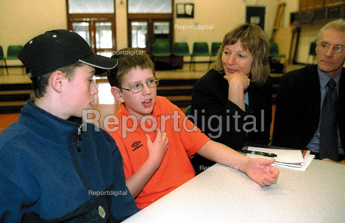 Minister for Education Wales Jane Davidson listening to school pupils enacting negotiations at the launch of the Work in the World pack. - John Harris - 2001-11-29