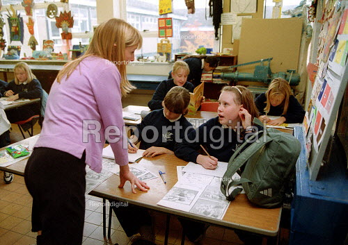 Teacher talking to a pupil Art lesson Secondary School Wales. - John Harris - 2001-11-29