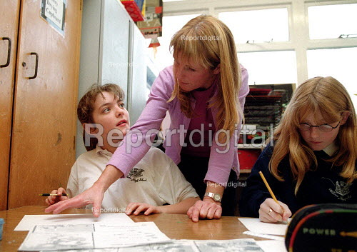 Teacher helping a pupil Art lesson Secondary School Wales. - John Harris - 2001-11-29