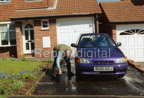 Washing the car at the weekend on a housing estate, Tipton West Midlands. - John Harris - 2002-04-07
