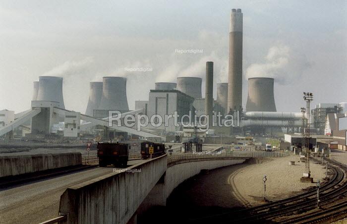 Gas and coal fired power station, Ratcliffe on Soar, Nottingham - John Harris - 2003-03-04