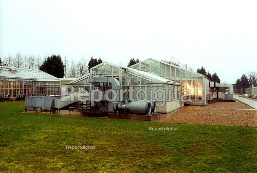 Greenhouses at Horticulture Research International. HRI Wellesbourne, Warwickshire - John Harris - 2003-04-13