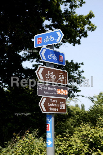 Road sign showing Cycle ways and ;ocal attractions - John Harris - 2003-06-02