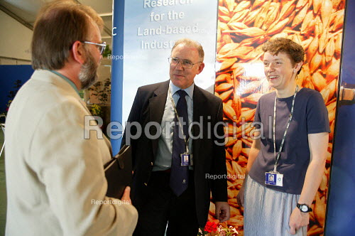 Nigel Titchen from Prospect talking to members. The Royal Show Stoneleigh - John Harris - 2003-06-29