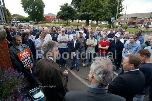 Roger Jeary Amicus MSF speaking to striking workers outside the French owned Rhodia factory gates at Oldbury. This is the first time British industrial workers have taken strike action to defend a pension scheme. - John Harris - 2003-07-18