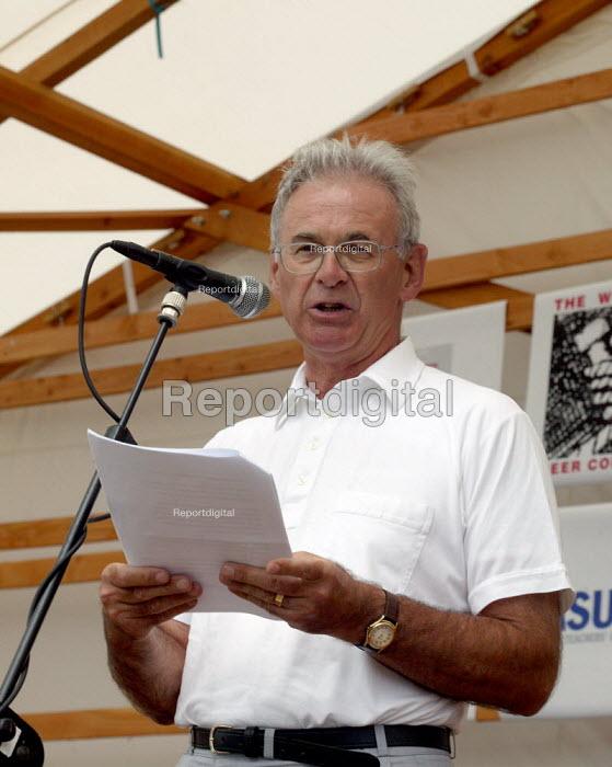 Nigel de Gruchy TUC President speaking at Tolpuddle Martyrs Festival Dorset. - John Harris - 2003-07-20