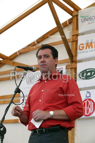 Andy Gilchrist FBU speaking at Tolpuddle Martyrs Festival Dorset. - John Harris - 2003-07-20
