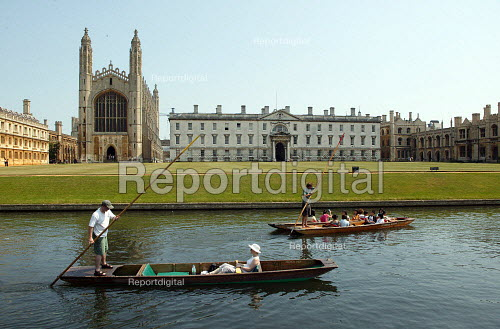 Students and tourists punting along The Backs, by King's College Chapel and University, Cambridge. Punt chauffeurs push them along. - John Harris - 2003-08-10