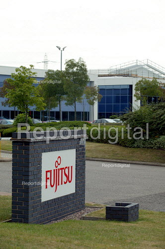 Fujitsu factory Solihull Birmingham which produces broadband and networking hardware. - John Harris - 2003-06-02
