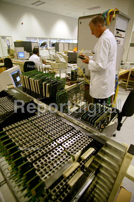Fujitsu factory Solihull Birmingham, which produces broadband and networking hardware. - John Harris - 2003-06-02