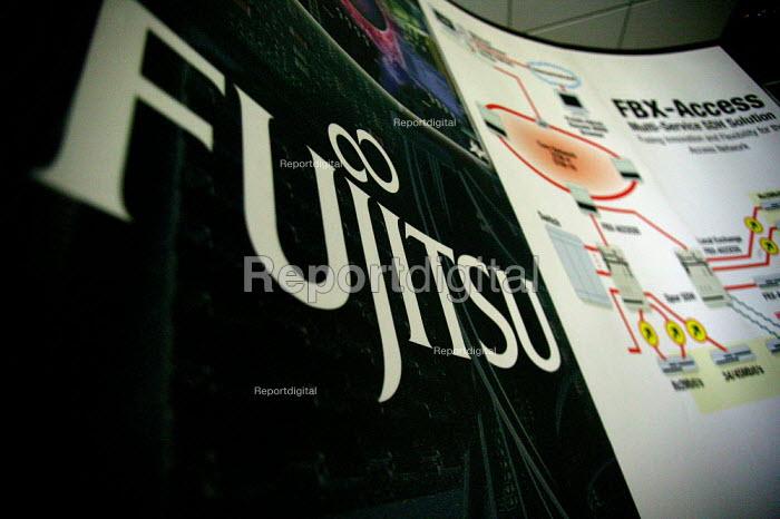 Fujitsu factory Solihull Birmingham which produces broadband and networking hardware. - John Harris - 2003-06-02