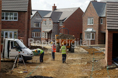 Building workers surveying access roads. Newly built houses, Stratford on Avon. - John Harris - 2003-09-01
