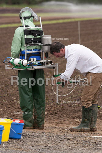 Report digital - A farmworker wearing protective clothing ...