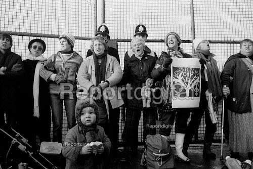 Embrace the base women protest at the main gate, Greenham Common USAF American Airforce Base from which cruse missile launchers were deployed. 1982 - John Harris - 1982-11-10