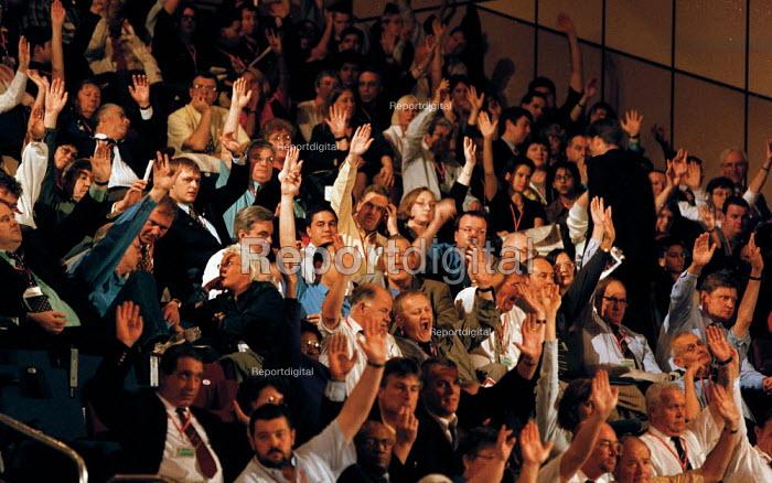 Trades union delegates voting Labour Party Conference 1999 - John Harris - 1999-09-28
