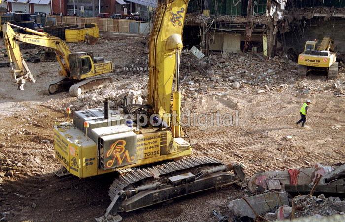 Demolition of Bull Ring shopping centre Birmingham City. - Jess Hurd - 2001-02-17
