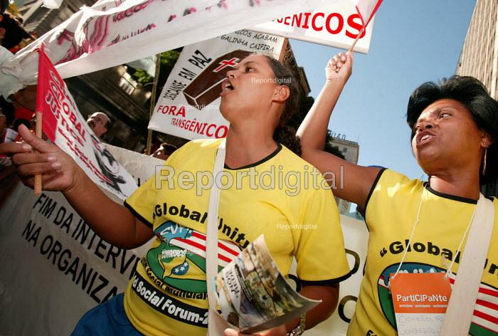 Opening demonstration of the World Social Forum, Porto Alegre Brazil. - Jess Hurd - 2005-01-25