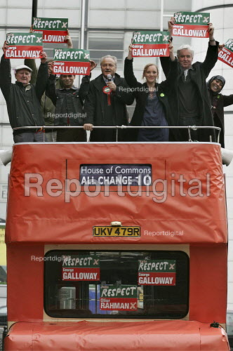 George Galloway Respect MP and supporters on the respect battle bus, East London. - Jess Hurd - 2005-04-23