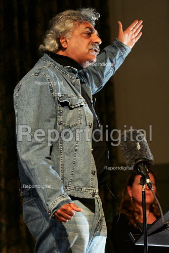 Tariq Ali speaks at a Respect General Election Rally at the Bishopsgate Institute. London. - Jess Hurd - 2005-04-06