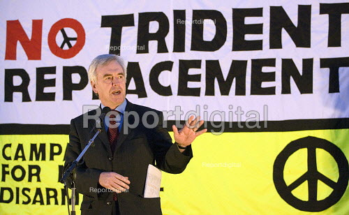 John McDonnell MP addresses a CND demonstration on the night of the Parliament Trident replacement vote. Westminster, London. - Jess Hurd - 2007-03-14
