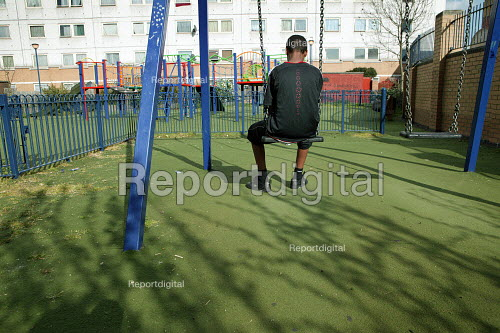 Friend of stabbed 14-year-old Paul Erhahon contemplates the teenagers death in a gang dispute. Paul, ake MC Hell Razor was a keen local rapper. Newham, East London. - Jess Hurd - 2007-04-10