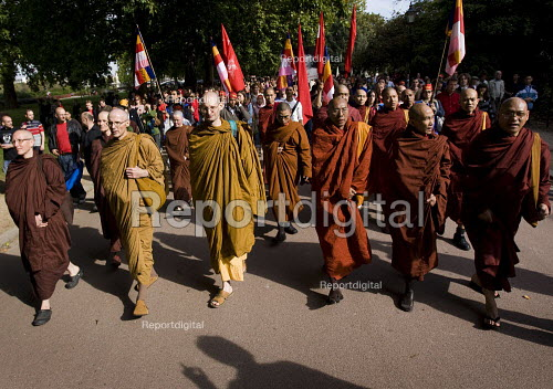 Buddhist monks lead a demonstration for democracy in Burma, Battersea, London. - Jess Hurd - 2007-09-30