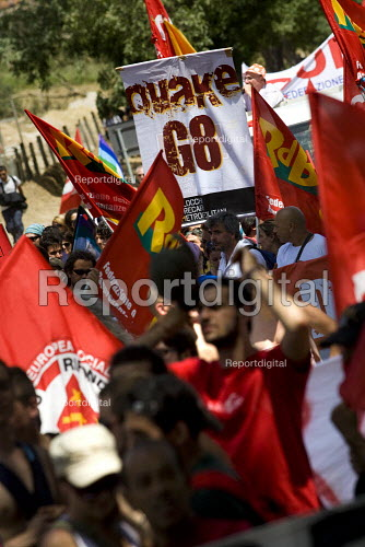 Quake G8. Anti Summit demonstration in LAquila. Italy. - Jess Hurd - 2009-07-10