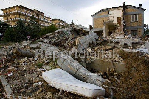 Damage to houses sustained during the earthquake in LAquila. Italy. - Jess Hurd - 2009-07-10