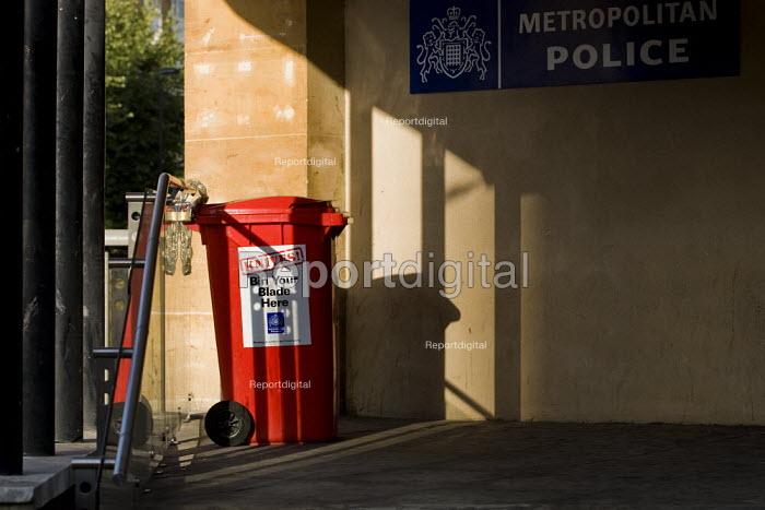 Bin Your Blade Here, knife disposal bin outside Brixton Police Station. South London. - Jess Hurd - 2009-08-21