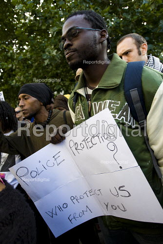 Family and friends of Sean Rigg gather outside Brixton police station demanding justice for his death in police custody. - Jess Hurd - 2009-08-21