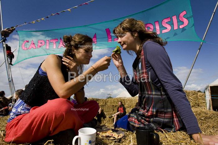Picnic at Climate Camp on Blackheath. South East London. - Jess Hurd - 2009-08-28