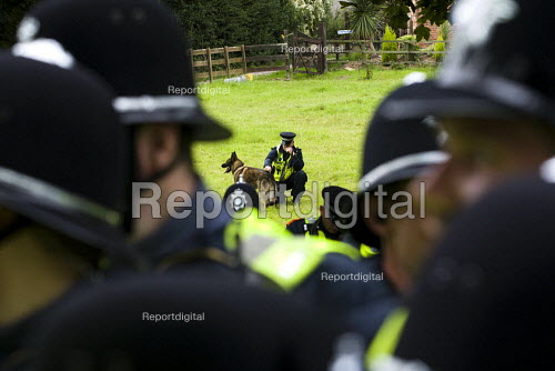 Police and dogs, Unite Against Fascism protest outside the BNP Red White and Blue Festival in Condor, Derbyshire. - Jess Hurd - 2009-08-15