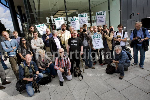 NUJ protest against Guardian News & Media's plans to stop paying freelance photographers for reuse of their pictures. London. - Jess Hurd - 2009-09-01