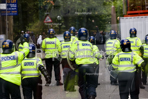 Asian youth throw bricks at the police on an English Defence League march in Birmingham - Jess Hurd - 2009-09-05