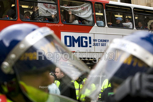 English Defence League are contained on buses to prevent them marching in Birmingham - Jess Hurd - 2009-09-05