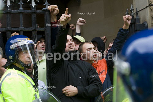 EDL supporters are contained in a pub before being escorted by the police on a bus out of Birmingham. English Defence League march in Birmingham - Jess Hurd - 2009-09-05