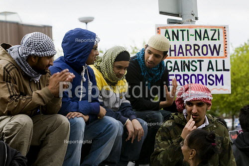 Anti-fascist demonstrators and local muslim youths gathered to counter a threatened march by rightwing groups outside Harrow Central Mosque. London. - Jess Hurd - 2009-09-11