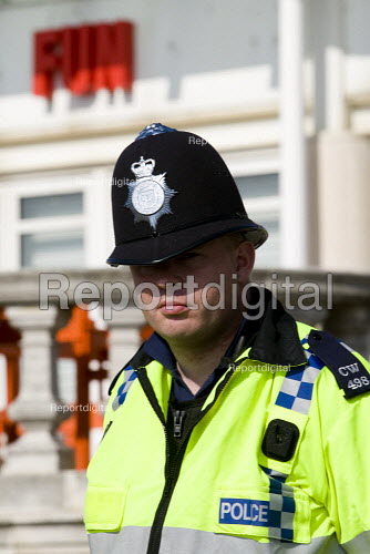 Policeman. March for jobs, education and Peace, Labour Party Conference. Brighton. - Jess Hurd - 2009-09-27