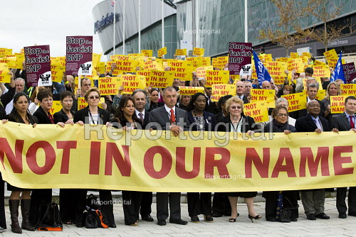 Brendan Barber with Not In Our Name vigil against racism and the BNP. TUC Congress, Liverpool. - Jess Hurd - 2009-09-14