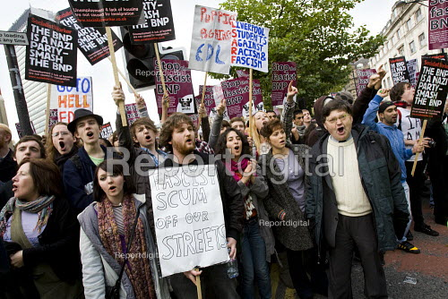 English Defence League march in Manchester is countered by Unite Against Fascism. - Jess Hurd - 2009-10-10