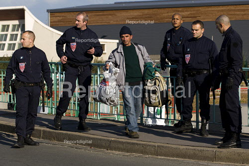 Refugees in Calais are evicted from their temporary home under a bridge by police and their possessions destroyed. France. - Jess Hurd - 2009-10-15