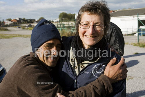 Refugees in Calais with volunteer charity workers from Salam. France. - Jess Hurd - 2009-10-15