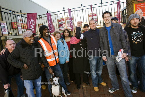 Tower Hamlets College workers join CWU Postal workers strike against jobs, conditions and threats to the service. Poplar and Isle of Dogs Delivery Office. Tower Hamlets. London - Jess Hurd - 2009-10-23