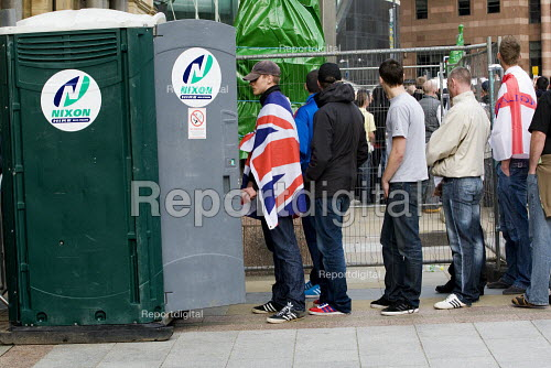 EDL toilet queue. English Defence League march in Leeds - Jess Hurd - 2009-10-31
