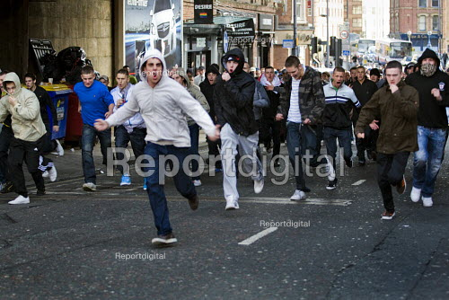 EDL supporters rampage through the streets. English Defence League march in Leeds - Jess Hurd - 2009-10-31