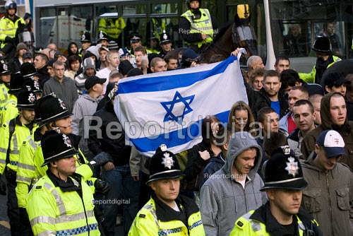 Israeli flag EDL protest. English Defence League march in Leeds - Jess Hurd - 2009-10-31
