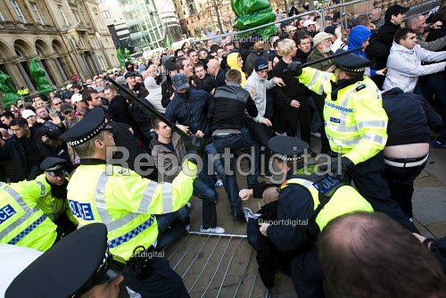 Police fail to contain EDL supporters as they break the cordon and rampage on the street. English Defence League march in Leeds - Jess Hurd - 2009-10-31